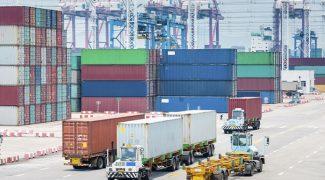 Conteiner_comercio_exterior_porto_caminhão-1